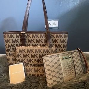 MK HAND BAG AND WRISTLET